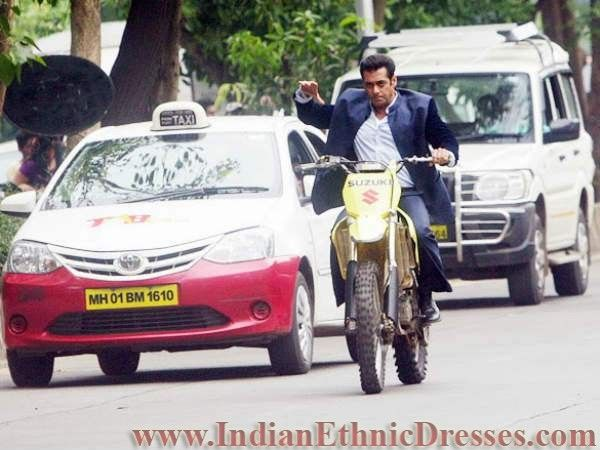 After the dabangg style you can now see Salman Khan in Jai Ho wearing suit and riding bike. Salman Khan can be seen wearing a formal suit and acting as common man also soing stunts on bike and scotter.