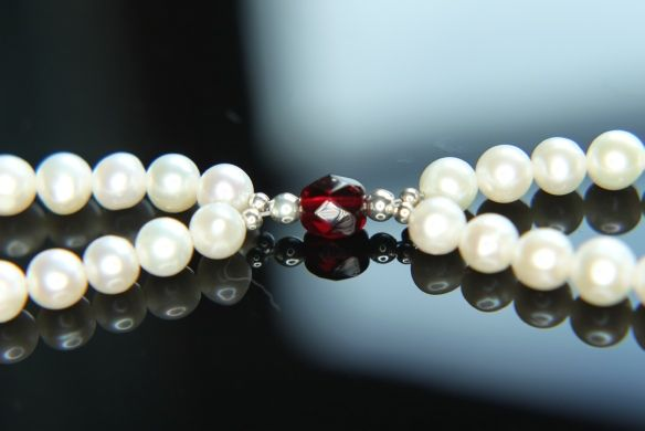Kai Bracelet  This unusual bracelet has been especially commissioned just for Christmas 2014.  Add a little christmas spirit to your jewellery with our festive garnet coloured crystal and white freshwater cultured pearls.