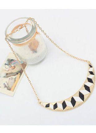 Kupuj mé předměty na #vinted http://www.vinted.cz/doplnky/nahrdelniky-and-privesky/12736919-statment-nahrdelnik-geometricky-super-stav