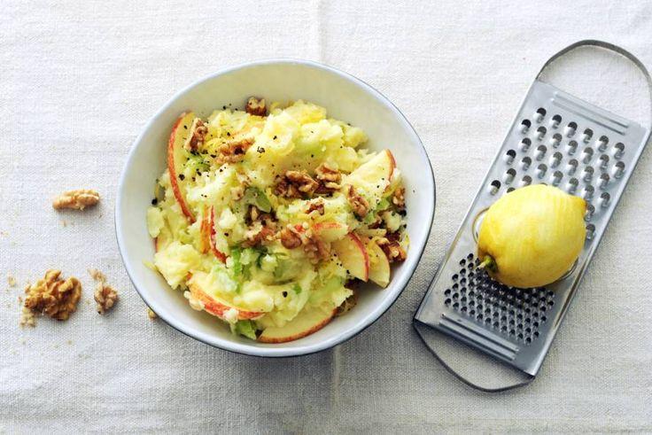 Kijk wat een lekker recept ik heb gevonden op Allerhande! Bleekselderijstamppot met appel en walnoten