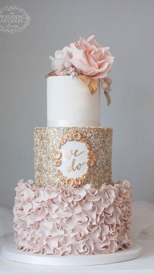 Zuckerblumen und die unteren 2 Ebenen Goldhochzeitstorte #Hochzeiten #Kuchen #Hochzeit …   – Wedding