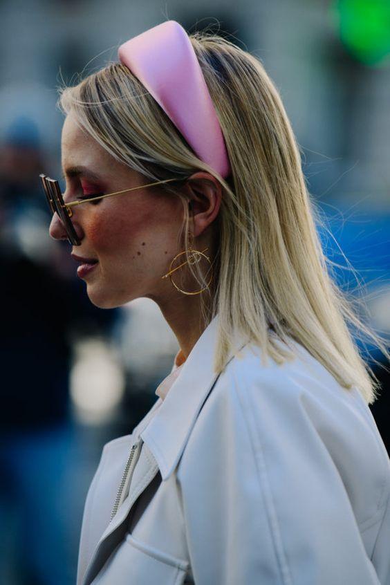As Tiaras Acolchoadas são Tendência até na Realeza | Hair accessories, Headband hairstyles, Vintage headbands