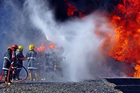 Chairunnas: Sebuah tim Pemadam kebakaran sedang berjuang memadamkan kobaran api