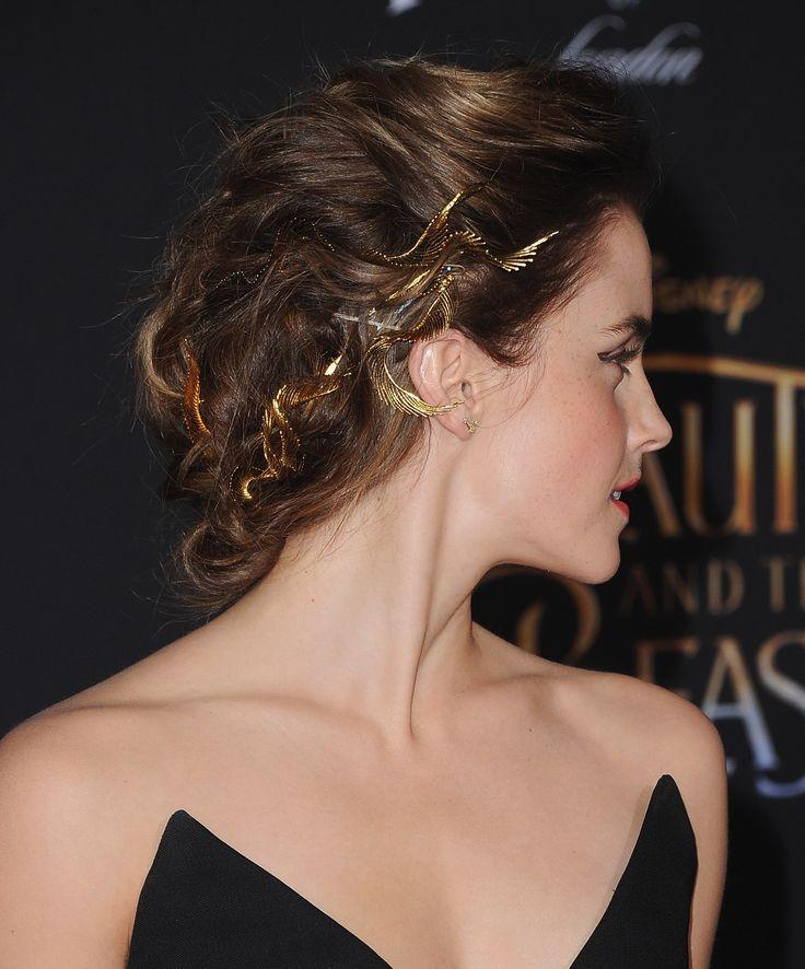 Emma Watson geht mit einem Haarschmuck nach griechischen Göttinnenkronen ins Gold