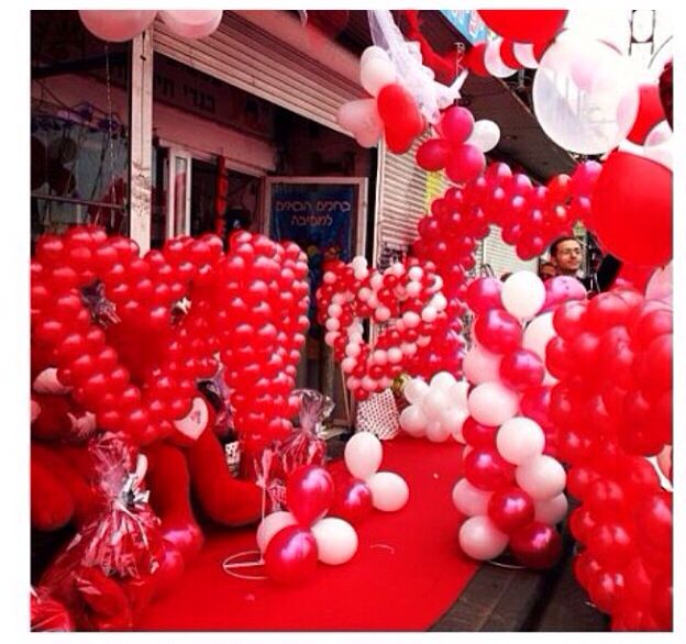 Valentines Balloon Decor #valentines #balloon #decor #decoration #column  #arch #