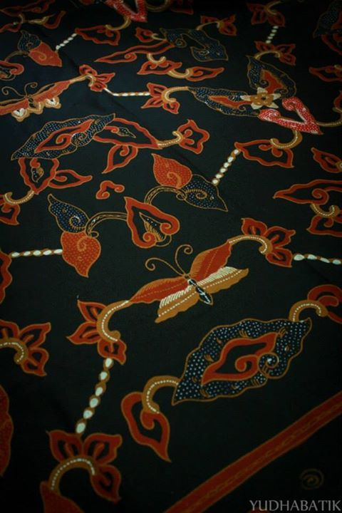 "Cirebonan handwritten batik in modified ""Mega mendung"" pattern - Trusmi, Cirebon, West Java"