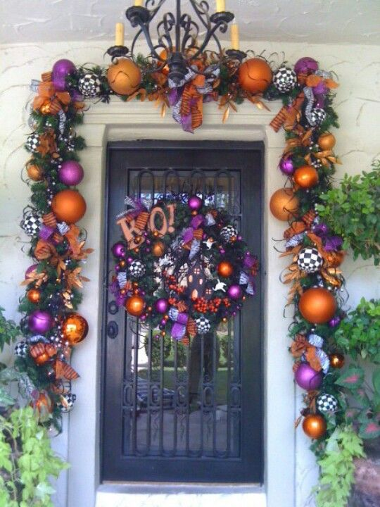 http://media-cache-ec0.pinimg.com/originals/f8/02/12/f8021232b4f9178c1a253db7e63a5de0.jpgHalloween Decor, Doors Decor, Fall Halloween, Front Doors, Halloween Wreaths, Halloween Garlands, Halloween Doors, Halloween Ideas, Happy Halloween