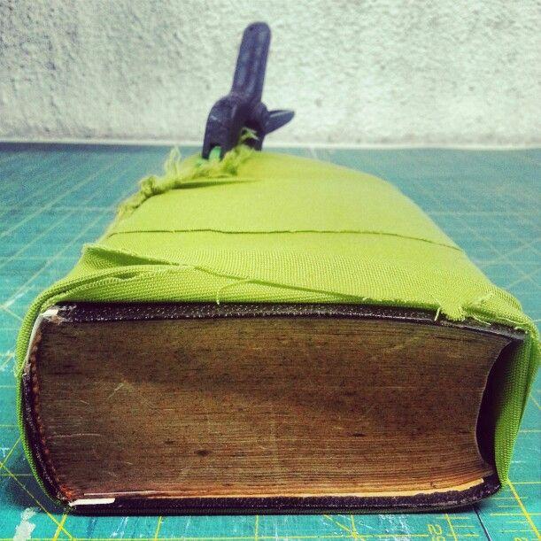 Libro en restauración