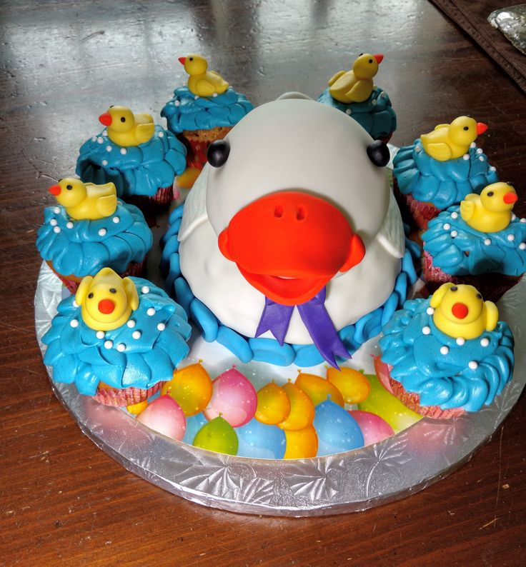 Momma duck cake and chick cupcakes