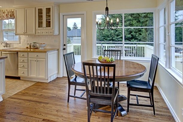 Cape Cod kitchen in Seattle - ❤️ The windows, door and table. Wonder if this would fit, @B D ?