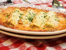 Cannelloni met gehakt en tomatensaus uit Libelle budgetkoken: - minder room en geen extra knoflook - per individuele portie extra: - 5 geroosterde aubergine op olie - soeplepel melanzane peperoni (Aldi oranje deksel) - kruidenkaas Aldi en zelf te raspen Parmigiano Regiano Smakelijk!