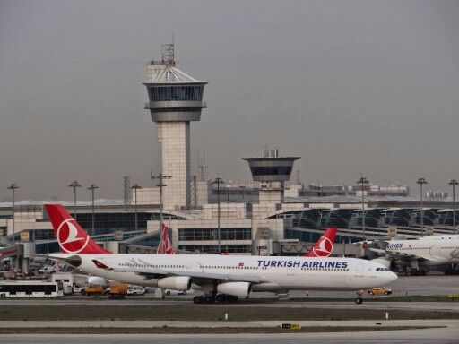 Turkish Airlines A340 Taxiing for Take-Off at Istanbul Atatürk Airport