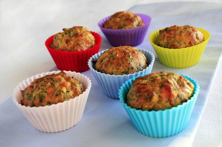En muffinsform kan fylles med mer enn kakerøre. Disse matmuffinsene kan du bake mange av, slik at du kan fryse ned. Så er det bare å tine dem ved behov. Kjempegode til kveldsmat eller ved siden av gryteretter eller suppe.