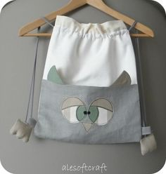 HAHA cute 3D owl drawstring backpack - would make a cute gift bag, with the little feeties at the bottom instead of on the drawstrings :D