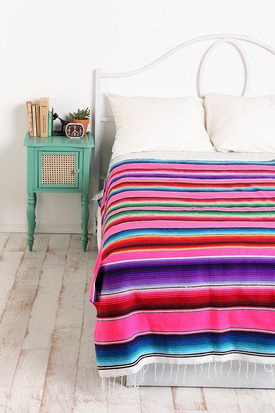 Trend alert: Mexican blankets and embroidery / Textiles mexicanos en tendencia: casahaus.net                                                                                                                                                                                 Más