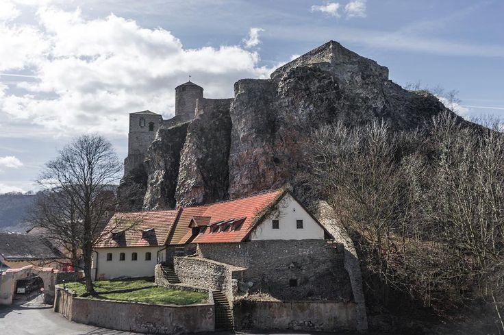 Střekov castle. #strekov #aussig #ustinadlabem #sonyimages #sonya7ii #sonyalpha #featureshotz #igerscz #castle