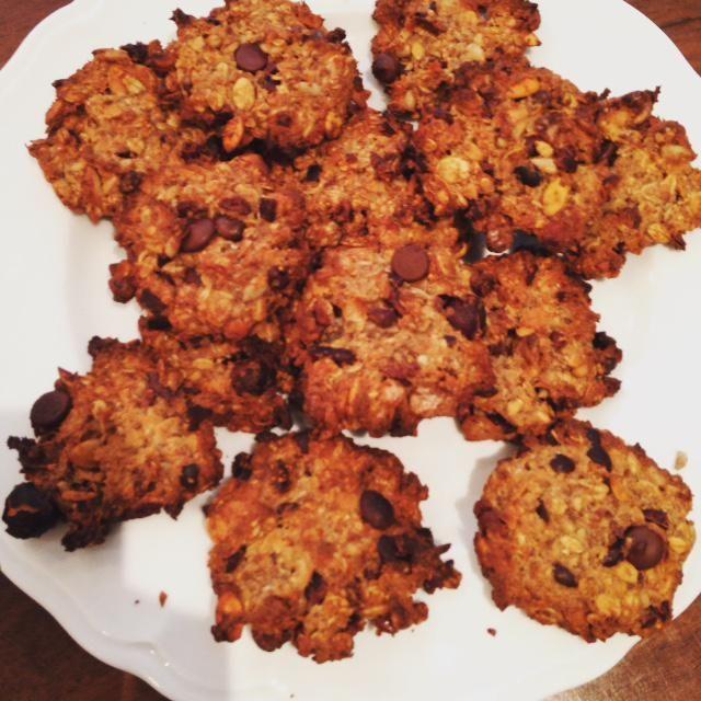 Wanneer het kouder wordt hebben we nog meer zin in koekjes, maar liefst zo gezond mogelijk. Probeer deze suikervrije haverkoekjes eens zonder bloem!