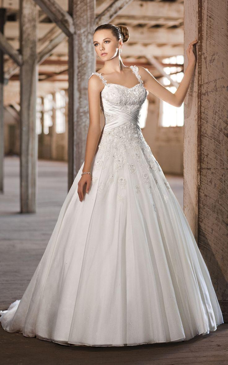 A lot if sequence wedding dress