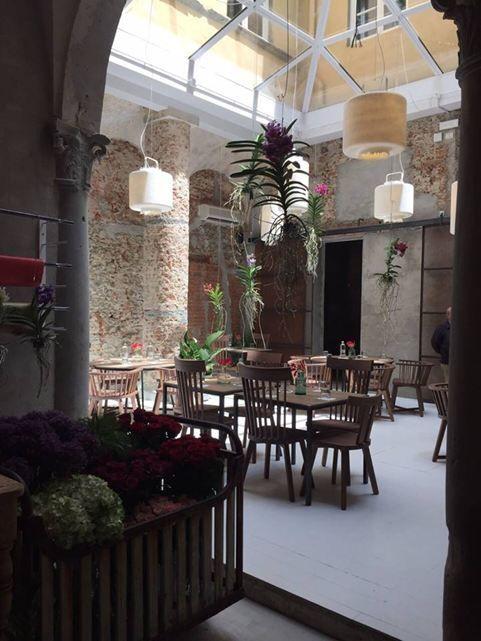 La Ménagère - Picture gallery / quoique la cour d'origine devait être bien agréable elle aussi