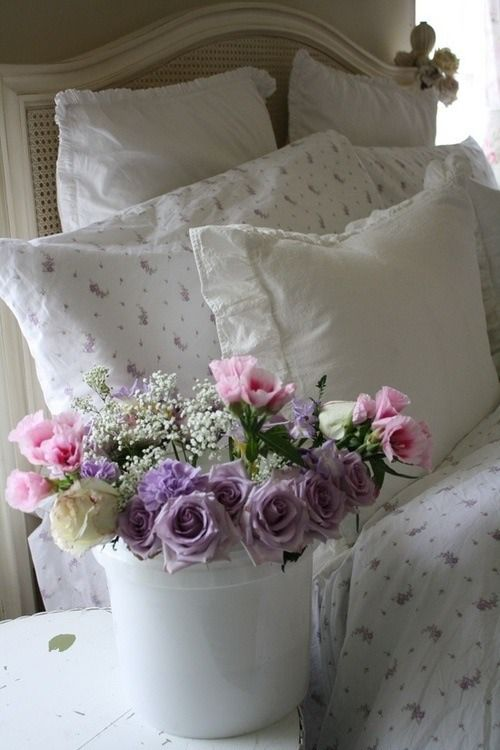 Ana Rosa..beautiful flowers,and I already have the sheet set on this bed.