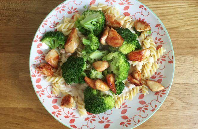 pasta carbonara met broccoli en kip