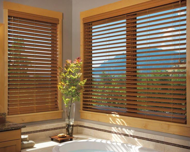 Las Persianas de Madera hacen un entorno calido y elegante haciendo un conjunto de belleza de la naturaleza y la funcionalidad de una Horizontal