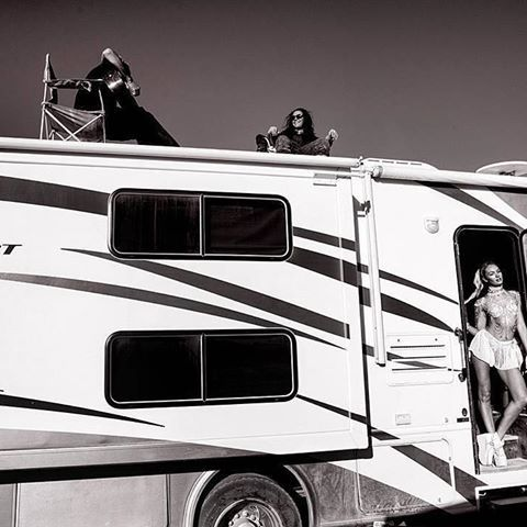 """Missing the desert heat! 🔥✴️🚒  #tbt #burningman #squad #sand""   @lucas_skywalker_ @angelcandices #candiceswanepoel"
