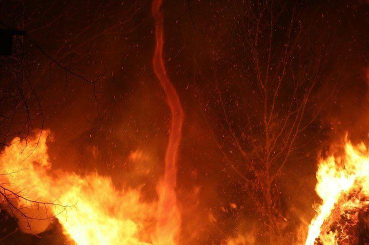 Fire dust devil in sud America. Pazzesco tornado di fuoco ripreso a San Paolo, in Sud America.