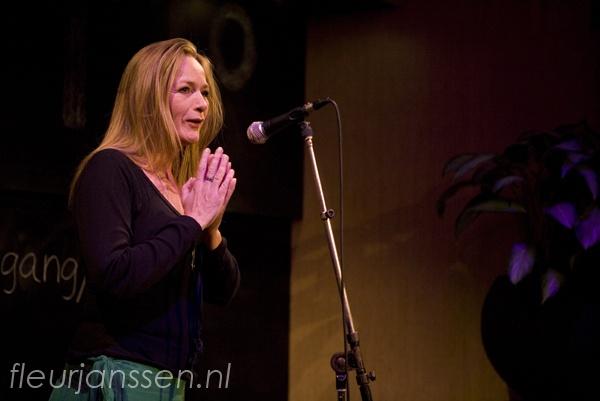 #Dutchdynamite @nicolettemak Valid people opzetten, drankjes maken en door als een wilde! #Ishot10