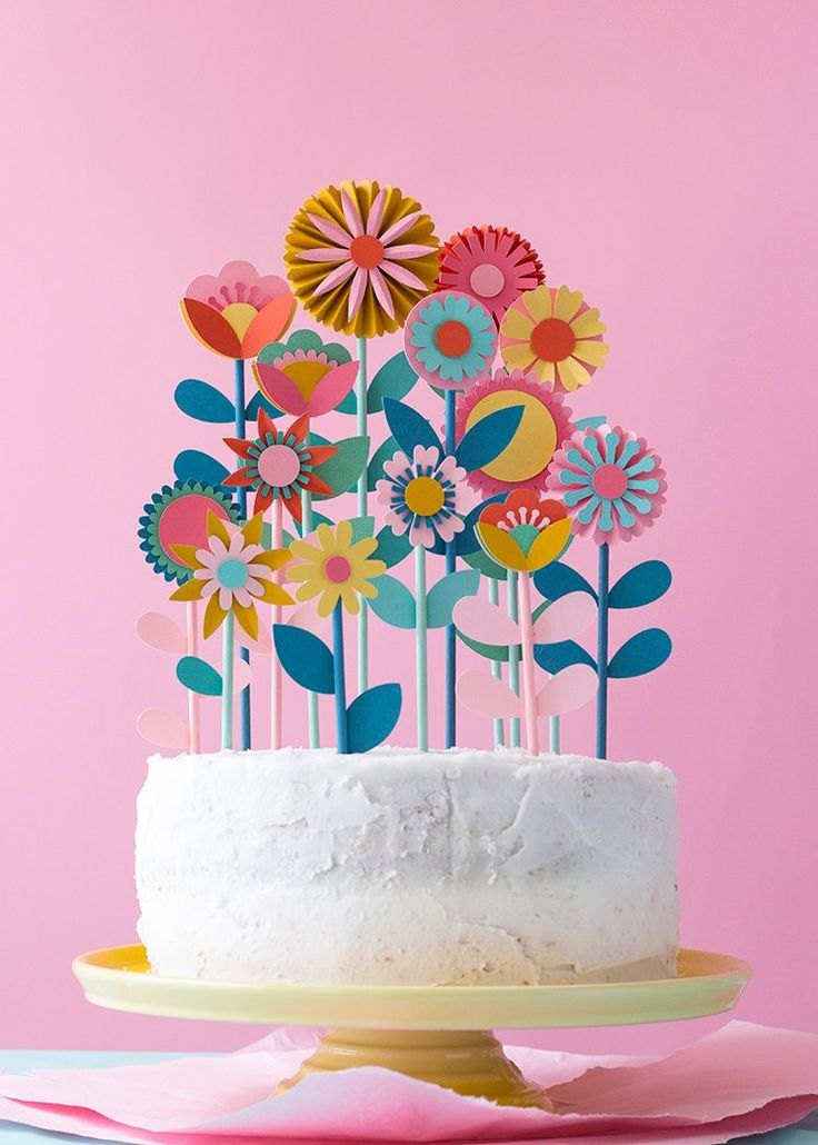 Paper flowers DIY cake topper garden.
