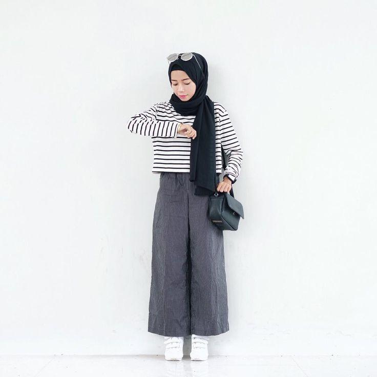 Untuk Kamu Wanita Hijab yang Mulai Bosan Dengan Celana Jeans, Ini Nihh Solusinya! - Bukan hanya celana jeans saja mendominasi tampilan berhijabmu, coba denga...