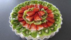 Tuc kage med frugt og flødeskum