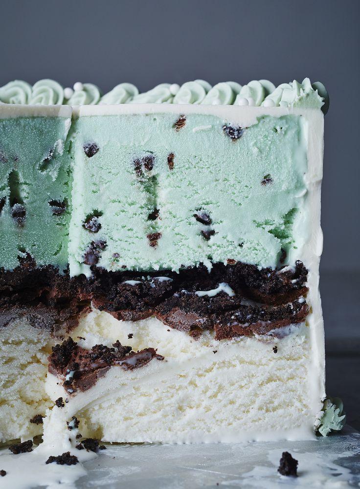 mint chocolate chip ice cream cake! | #weddingcake #icecreamcake #mintwedding