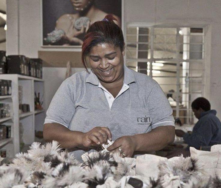 Mariolize make bulu brushes  Rain Factory #handmade #fairtrade
