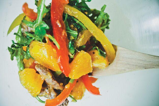 Говядина с апельсинами в листьях рукколы - KitchenMag.ru