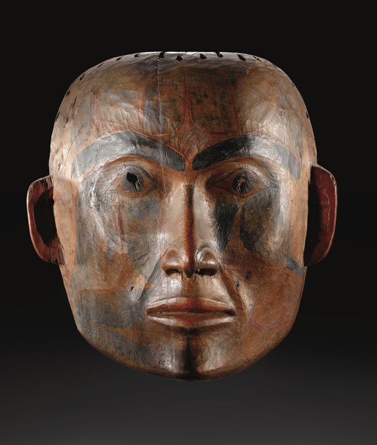 masque polychrome Tsimshian, côte Pacifique nord-ouest, motifs totemiques peints sur le visage