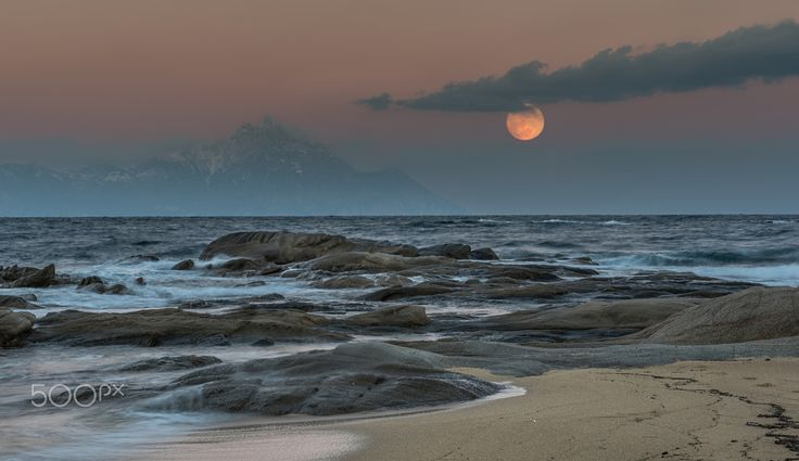 Mount Athos ... - Kriaritsi Halkidiki, backdrop of Mount Athos and the moon...!!!!! by Giannis Kotronis