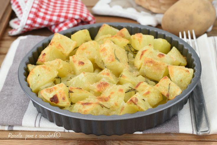 Le PATATE al FORNO SAPORITE sono un secondo piatto semplice ma con una crosticina croccantissima che fa la differenza e che le rende speciali
