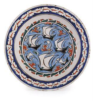 AN IZNIK POTTERY DISH OTTOMAN TURKEY, CIRCA 1590