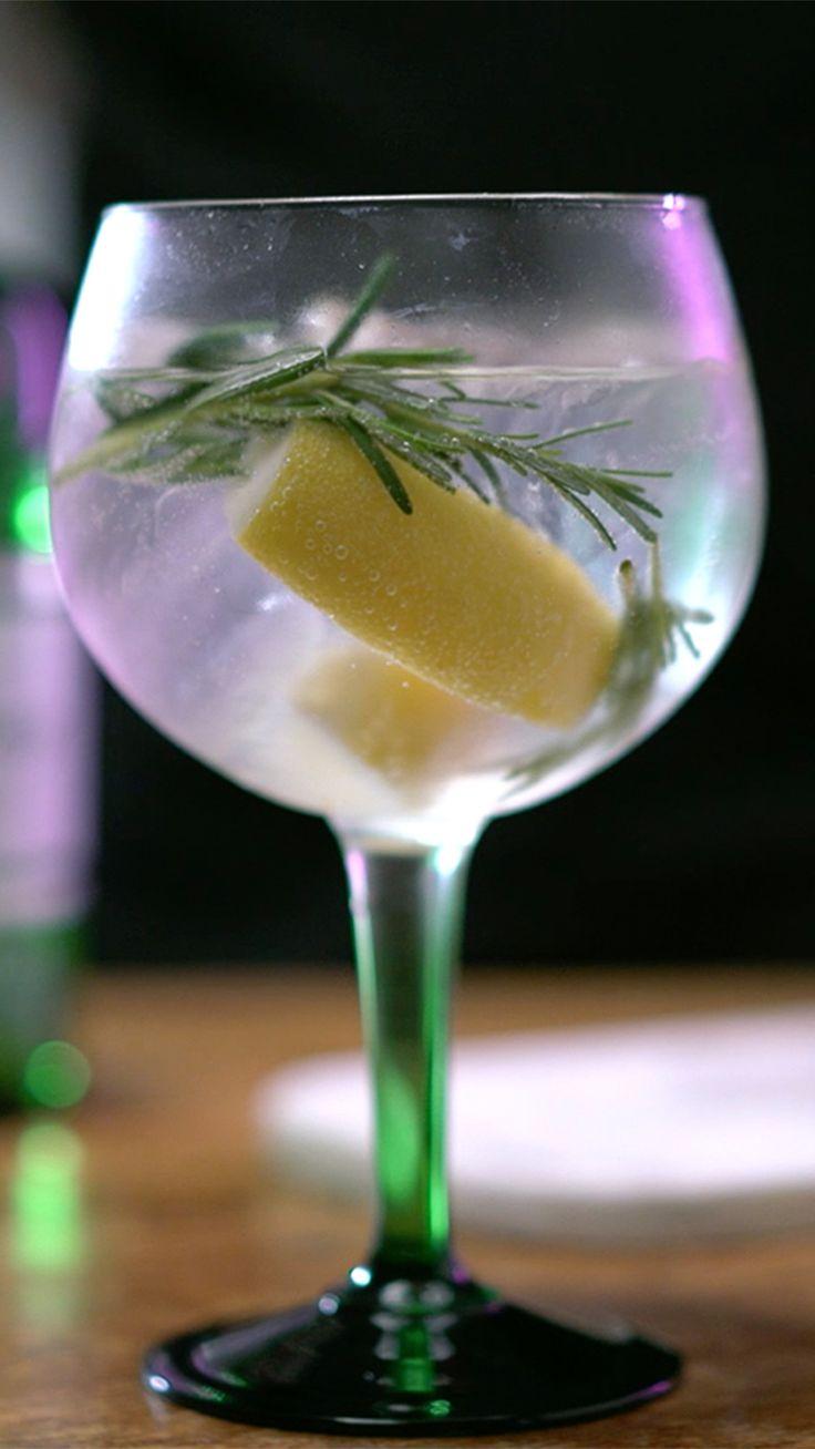 Que tal iniciar o final de semana saboreando um drink do World Class Drink Festival? Confira como preparar um perfeito Tanqueray and Tonic.