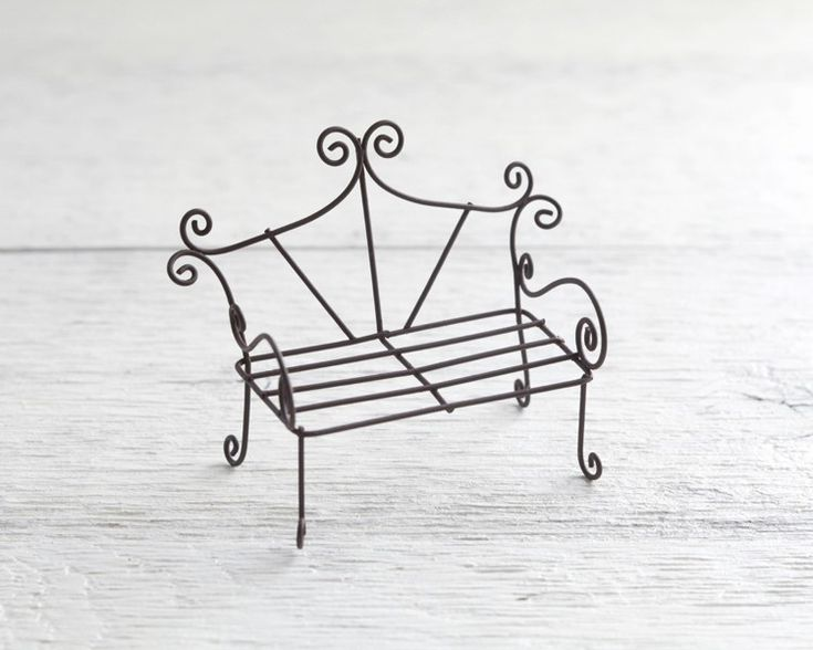 Fairy Garden Bench – Rustikale Miniaturmöbel aus Metalldraht   – Crafts and gift ideas