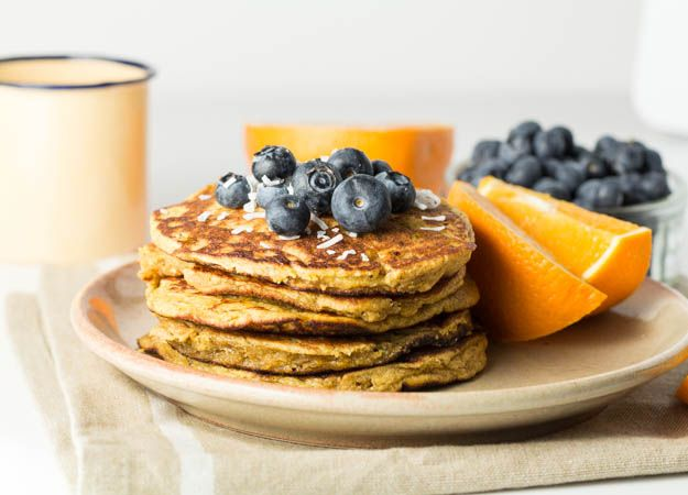 This coconut plantain pancake recipe is gluten free, diary free and refined sugar free. Easy pancake recipe, plantain recipe, banane, gluten free pancake
