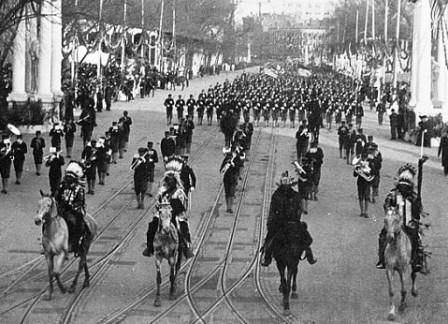 1905 Geronimo and five other historic Indian Chiefs lead President Theodore Roosevelt's second Inaugural Parade. They created a sensation and brought the crowds along the parade route to their feet.