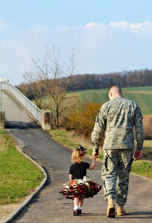 How sweet! #military #dad #soldier
