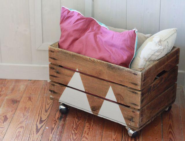 #DIY : Recycler une vieille caisse en bois avec des roulettes et de la peinture #recyclage #upcycling #recycling #bricolage