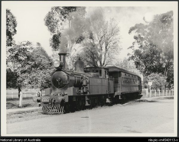 Locomotive 2022 on train for Kurrajong departing Richmond in January 1940 [picture]