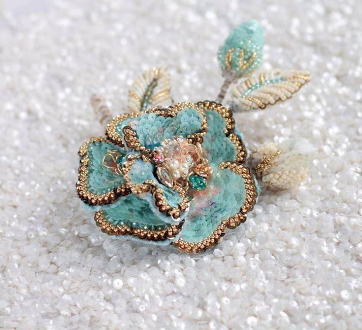 """1,272 Likes, 49 Comments - КЛАТЧИ. БРОШИ TELPIZ-JEWELRY (@telpiz_jewelry) on Instagram: """"❄Морозный цветок с объемными лепестками и бутонами в виде броши. Была выполнена на заказ для…"""""""
