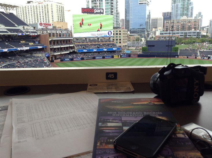 Disfrutando de una serie de Grandes Ligas entre Padres y Rockies en Petco Park.
