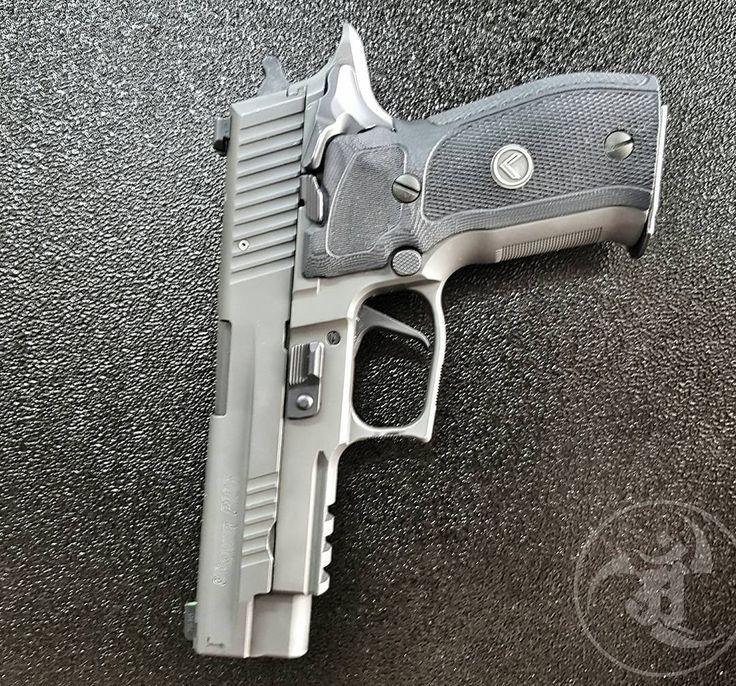 @sigsauerinc Legion SAO P226.  #gunsdaily #weaponsdaily #sickguns #merica #machinegun #patriot #AR15 #everydaycarry #igmilitia #everydaydump #alexandryandesign #pistol #weapon #glock #2a #gun #handgun #2ndamendment #DTOM #assaultrifle #guns #gunporn #rifleholics #rifle #sickgunsallday #AK47 #sigsauer #usa #freedom #weapons  Alexandryandesign.com