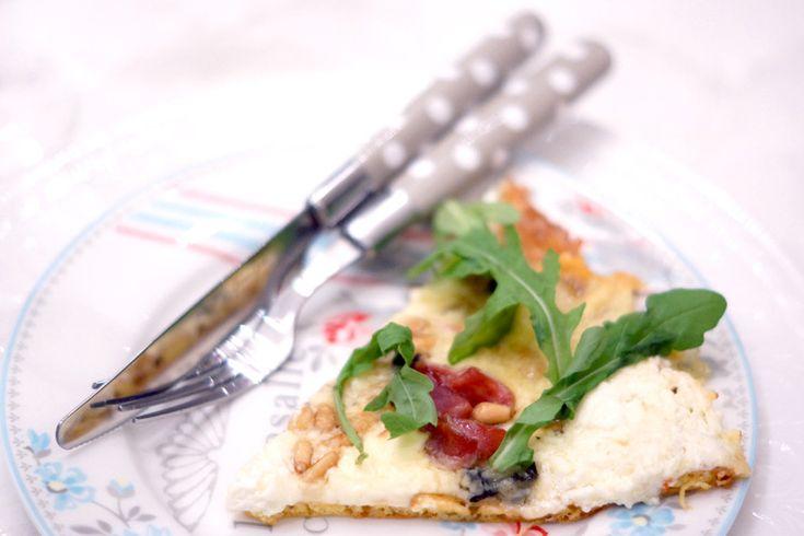 Pizza m/serranoskinke og fire oster